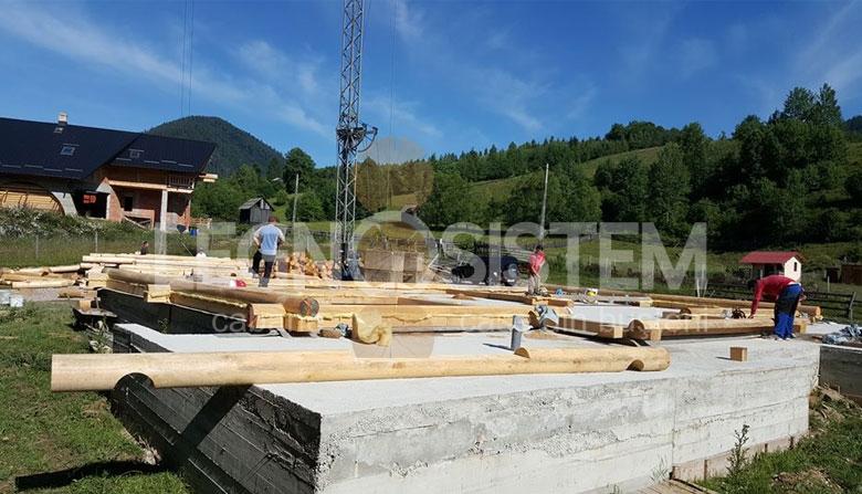 Casa din lemn in constructie
